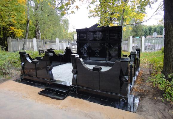 Ekskluzīvs memoriāls no melnā Zviedrijas granīta