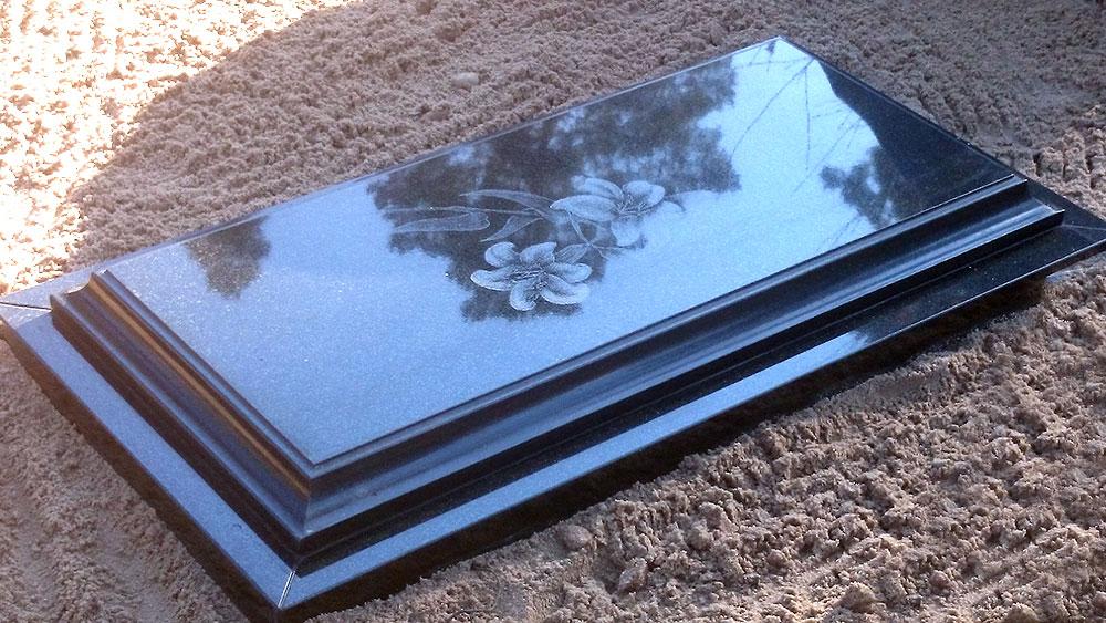 Slēgta tipa kapa plāksne