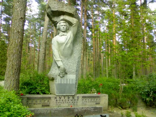 Pļavnieku kapsēta, Ulbrokas kapi Logo