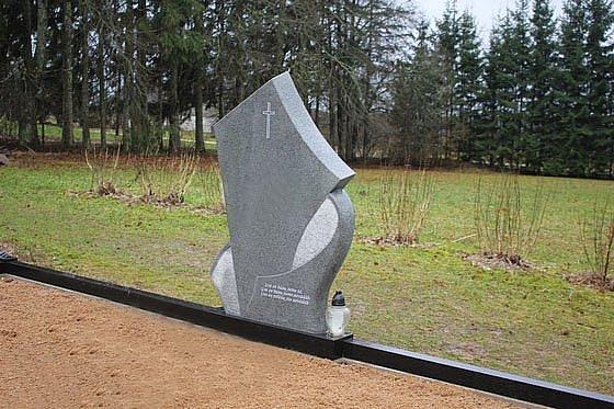 Kapu pieminekļi Apsīša A. Akmeņkaļa darbnīca