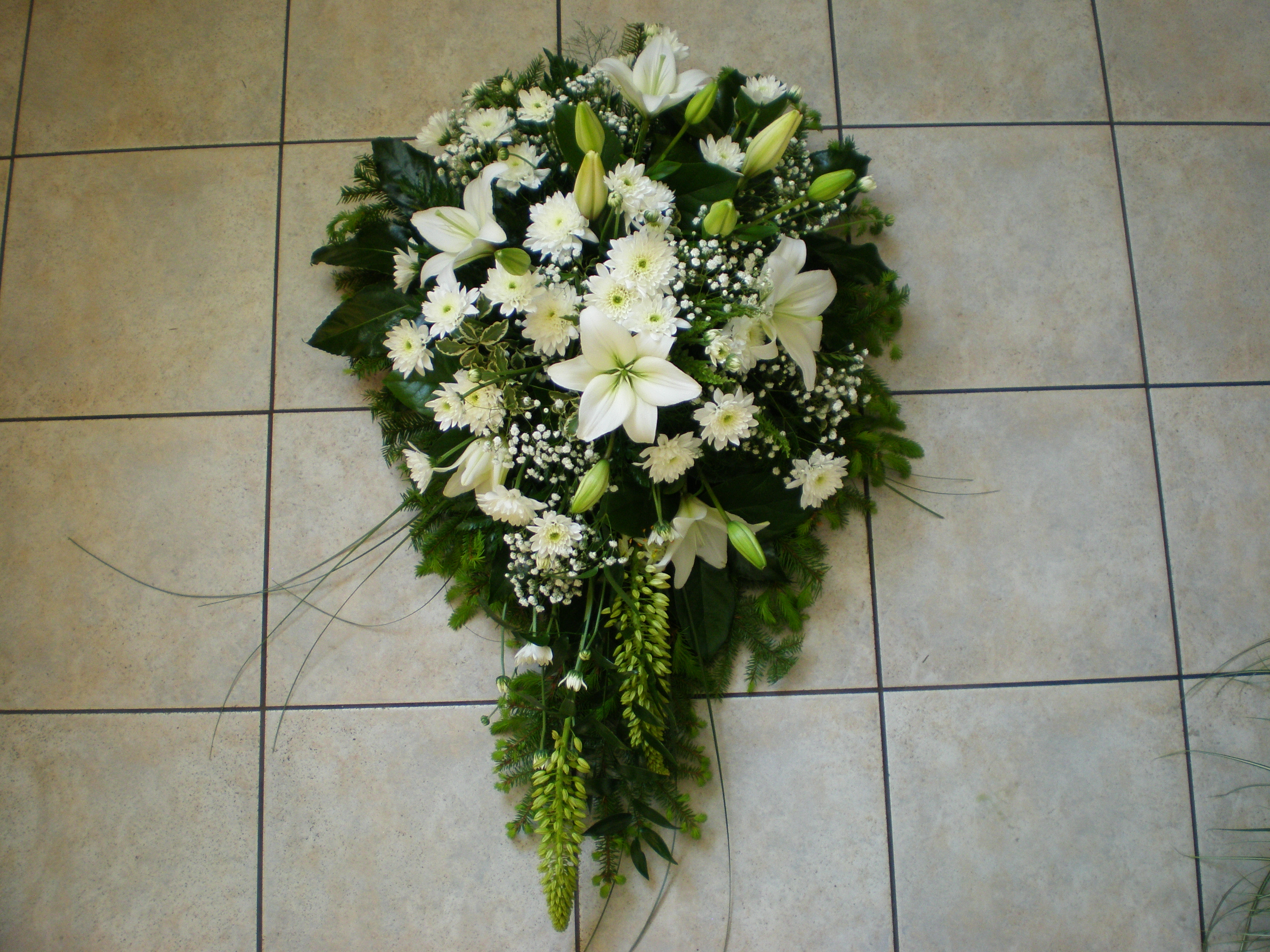 White bouquet for funeral feast izmirmasajfo