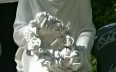 Marmora statuete - sērojoša meitene