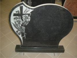 Kapu piemineklis ar iegravētu krustu