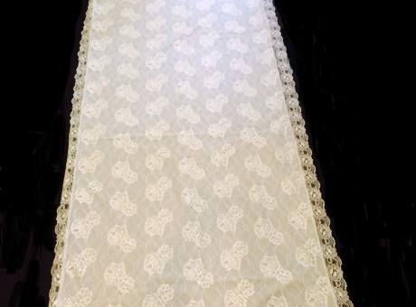 Shroud with lace