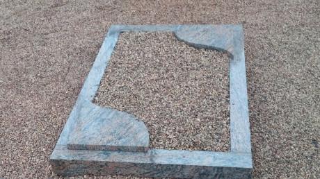 Pelēkā granīta kapa rāmis