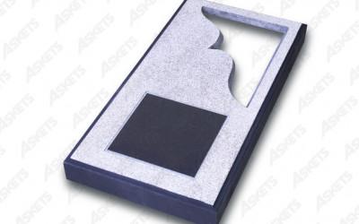 Kapu apmale vienvietīga, slēgta, ar izgriezumu un plāksni / Надгробие одиночное, закрытое, с вырезом и пластиной