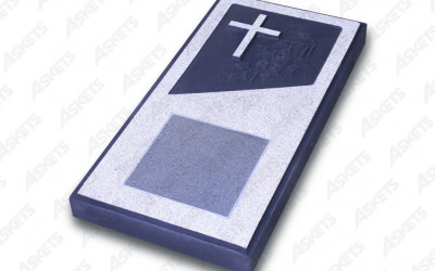 Kapu apmale vienvietīga, slēgta, ar katoļu krustu un plāksni / Надгробие одиночное, закрытое, с католическим крестом и пластиной