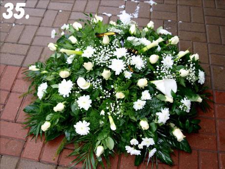 Bēru vainags ar baltiem ziediem