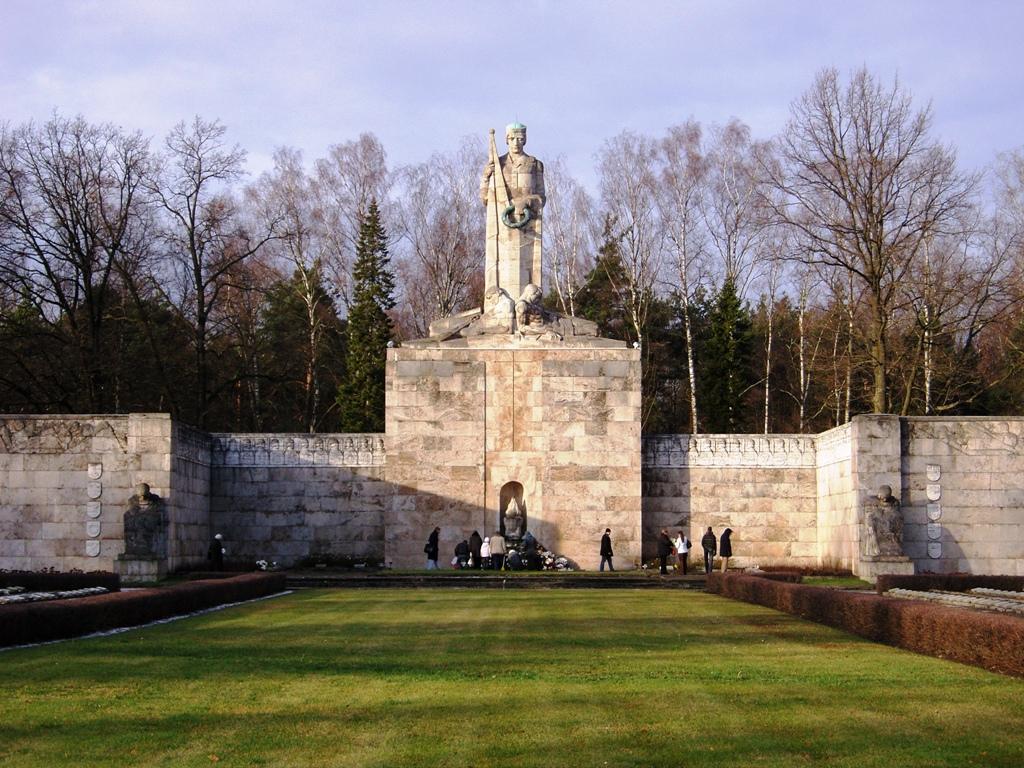 Rīgas Brāļu kapi Logo