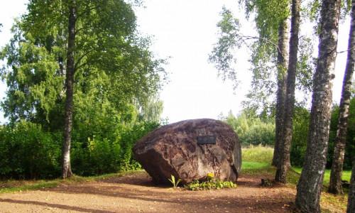Piemiņas akmens inženierzinātņu doktoram, fotogrammetrijas un ģeodēzijas profesoram Alvilam Buholcam
