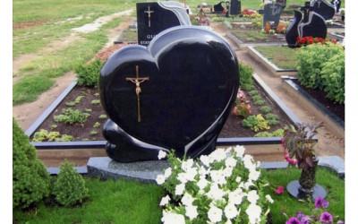 Kapu piemineklis sirds formā