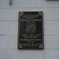 Gžegoža Fitelberga memoriālā piemiņas plāksne Logo
