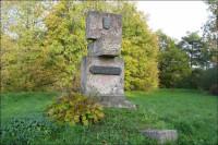 Piemineklis 1705. gadā kaujā kritušo zviedru karavīru atdusas vietā