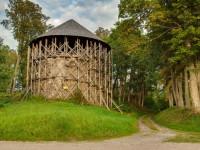 Mujānu viduslaiku pilsdrupas un Baltais tornis