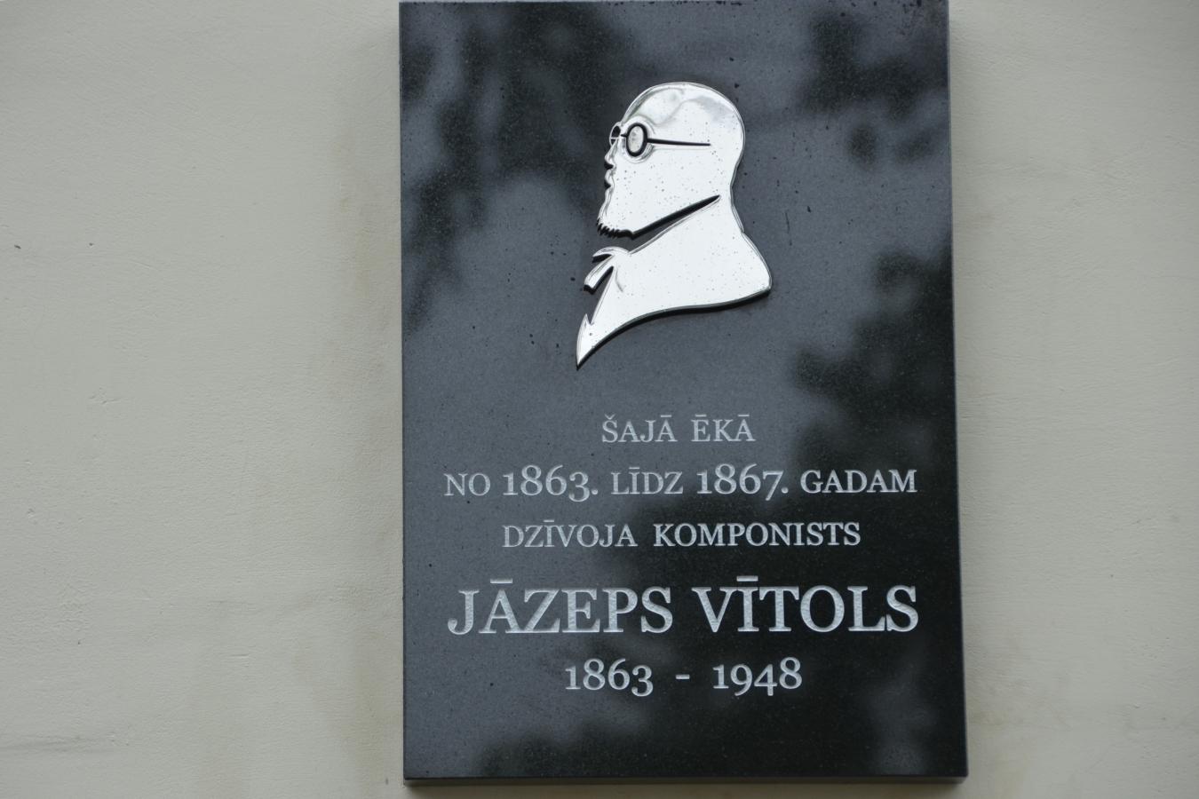 Skulptūra Jāzepa Vītola piemiņai Mazais vijolnieks Галерея