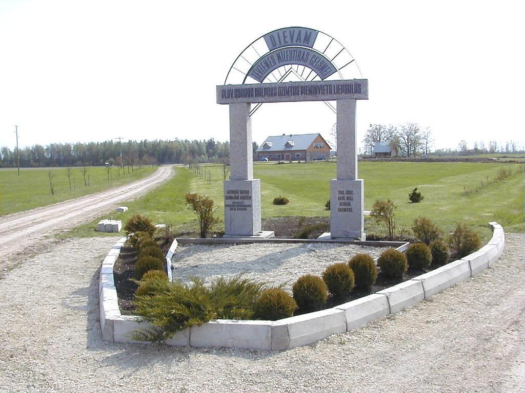 Piemiņas memoriāls Latvijas bruņoto spēku pirmajam komandierim, pulkvedim O.Kalpakam Галерея