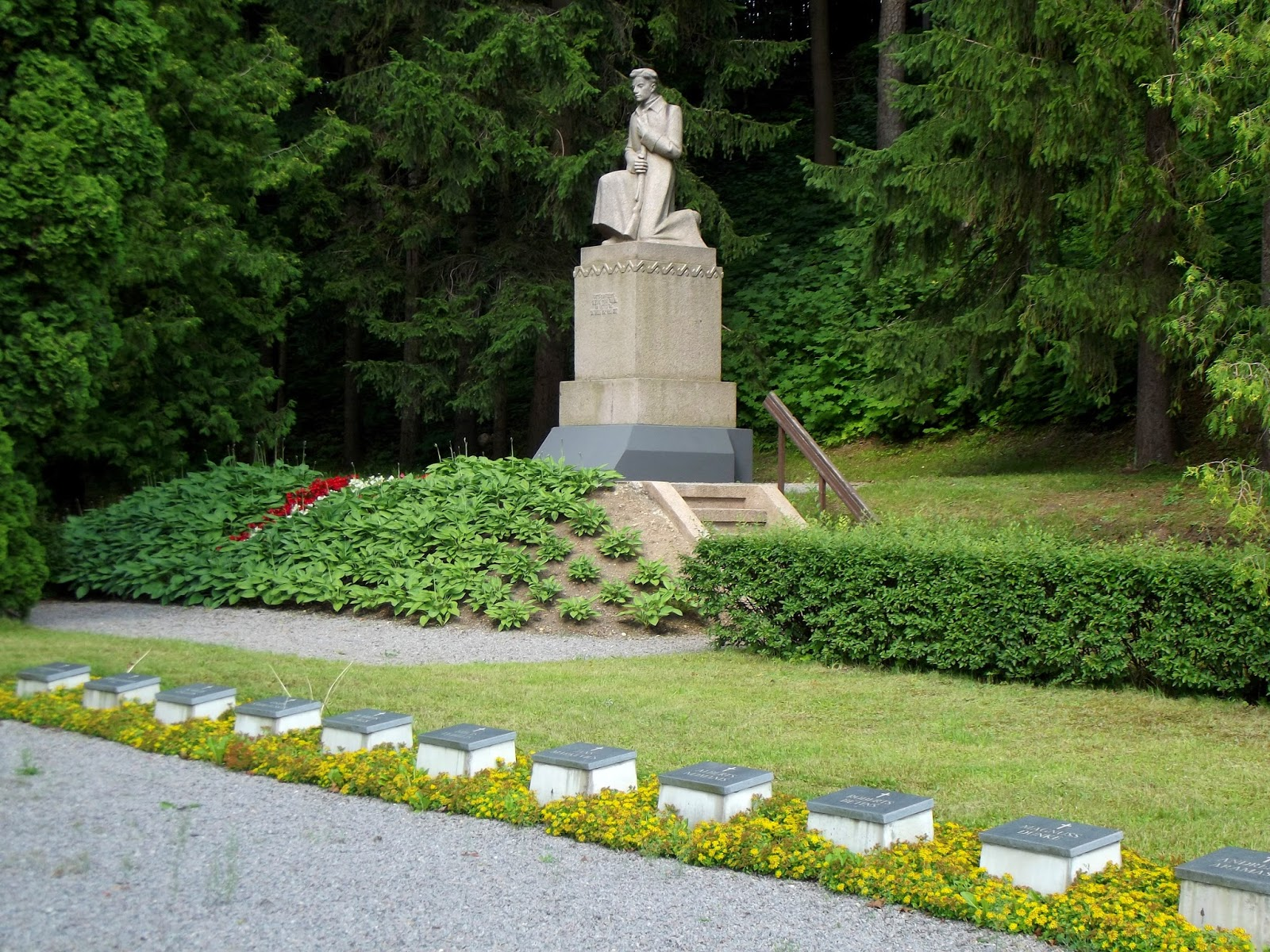 Meža kapi un K. Zemdegas piemineklis Gallery photo