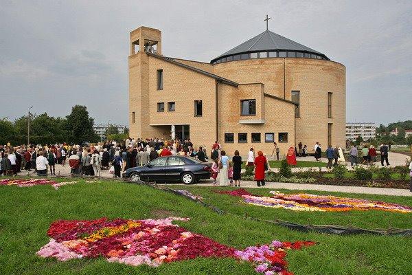 Saldus Sv. Pētera un Pāvila Romas katoļu baznīca Fotogalerija