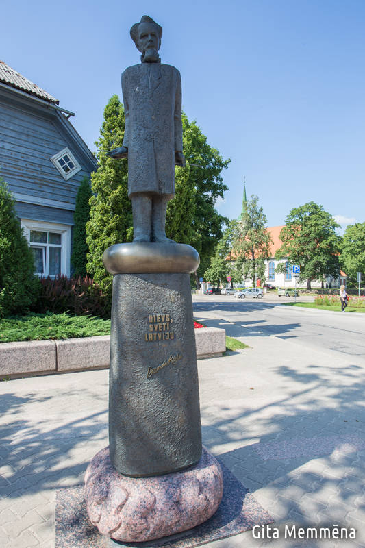Piemineklis Baumaņu Kārlim Limbažos Gallery photo