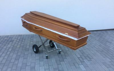 Lai atvieglotu darbu krematorijas darbiniekiem tiek izmantoti vairāki palīglīdzekļi. galvenokārt, smaguma pārvietošanas atvieglošanai.
