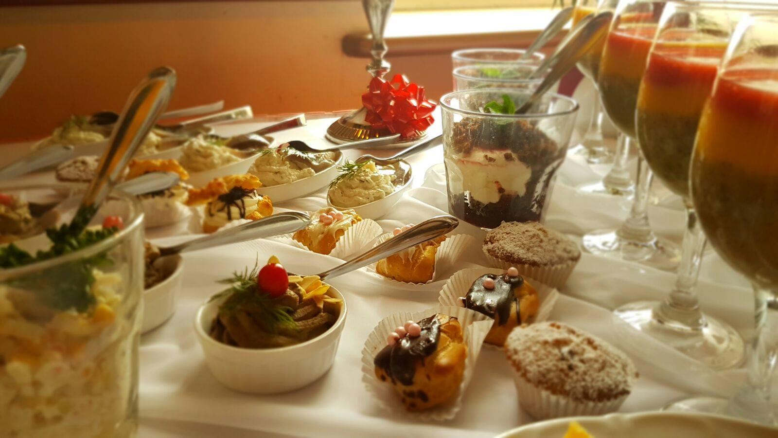 Galda klāšana  Adelīna banketzālePolicijas akadēmija 98 restorāns