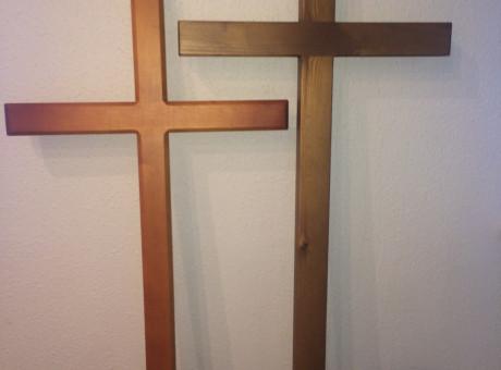 Деревянные кресты (лютеранские / католические), лакированные