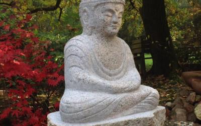 Budas statuja, kas simbolizē skaidrību un mūžīgo mieru.