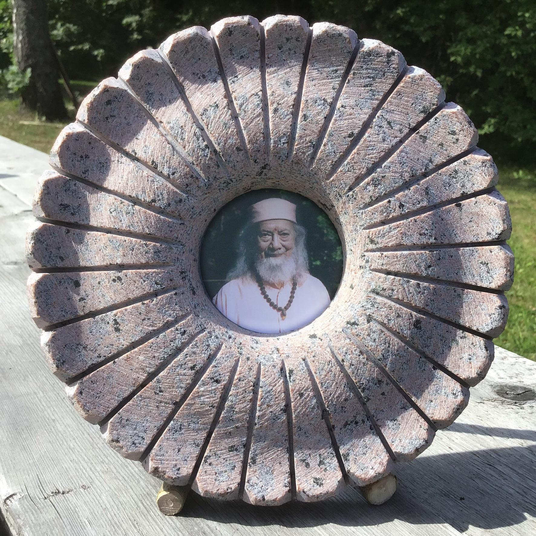 Bildes rāmītis - oriģināls risinājums akmens materiālā