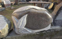 Neila Saksona pieminekļu darbnīca Logo