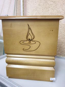 Dekoratīvas koka urnas.