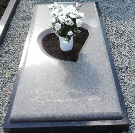 Granīta kapu apmale