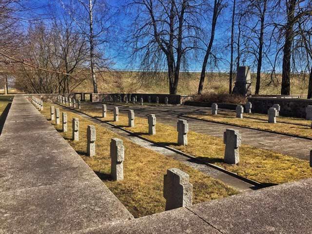 Kā atrast tuvinieku apbedījumu vietas visā Latvijā?