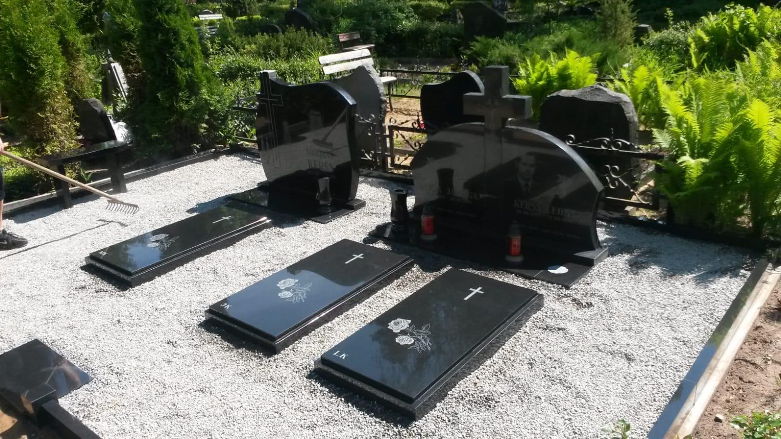 Kapu pieminekļi pie Katlakalna kapiem Fotogalerija