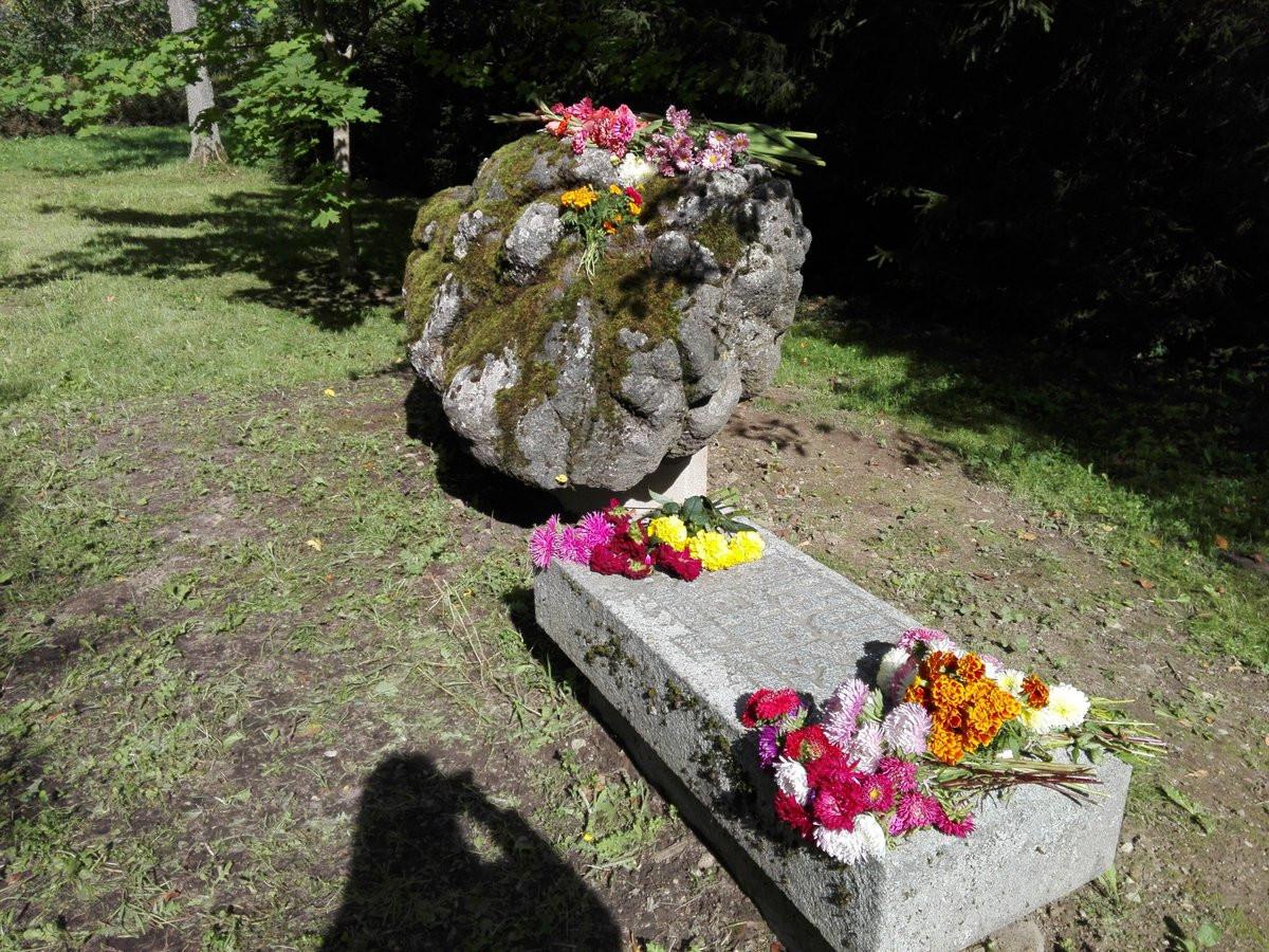 Ķikuļu Jēkaba piemiņas akmens Fotogalerija
