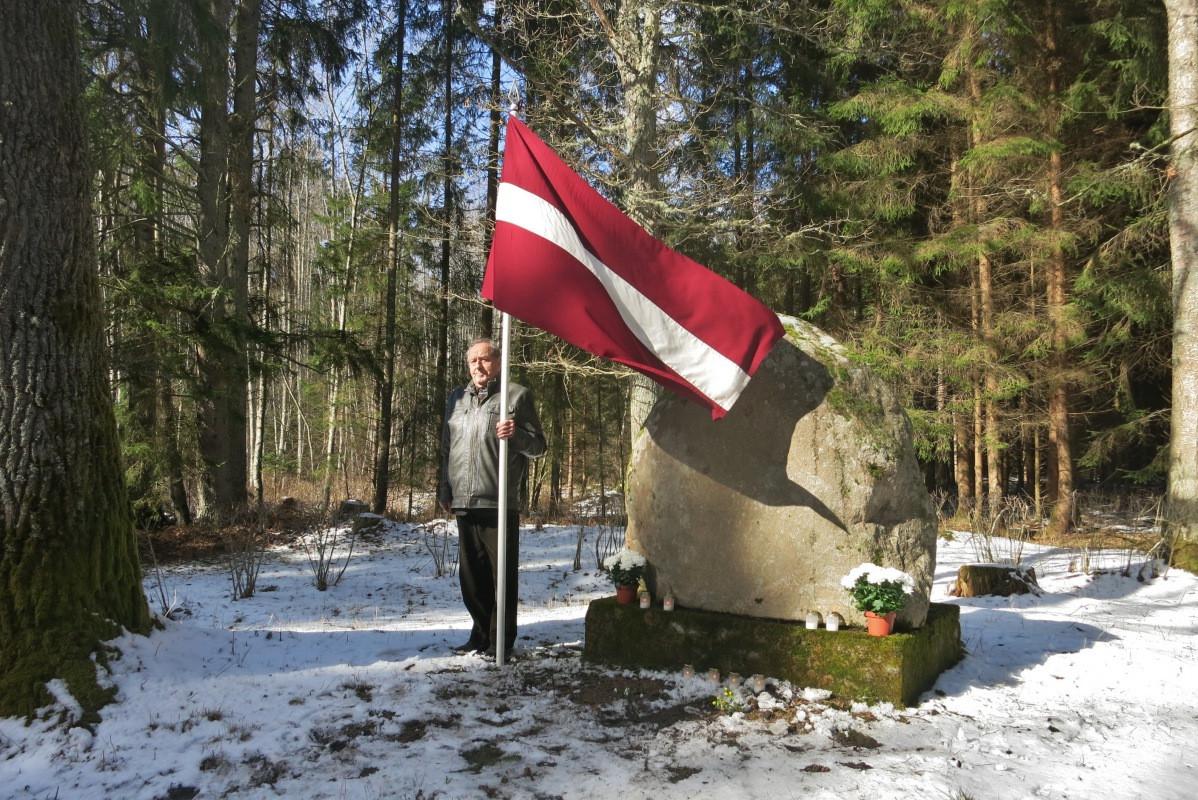 Piemiņas akmens ģenerāļa Jāņa Baloža brigādes kaujas vietā Fotogalerija