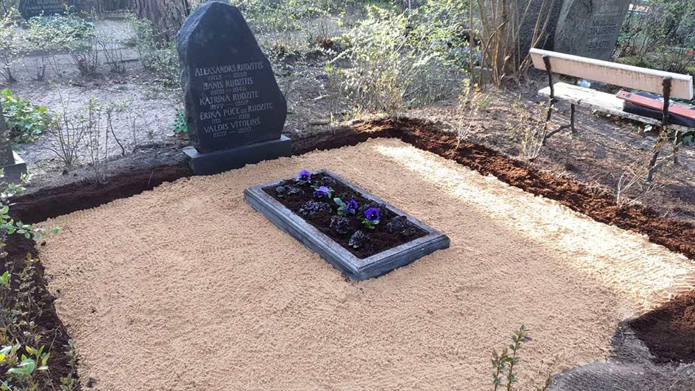 Pēc kapa uzkopšanas