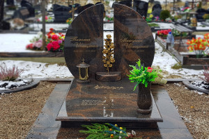 Памятник - память на века. Как выбрать памятник?