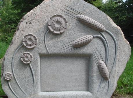 Kapu piemineklis Vārpas un ziedi