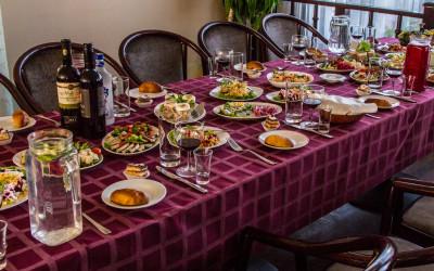 Sēru mielasts galda klāšana Aleksandrs restorāns