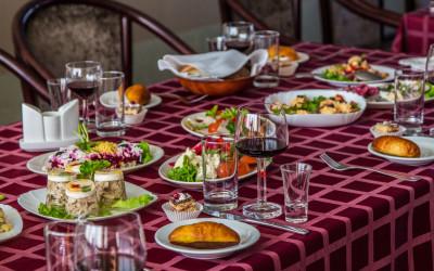 Bēru mielasts galda klāšana Aleksandrs restorāns, Arcada, tirdzniecības centrs
