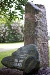Piemiņas akmens Latvijas kara flotes izveidotājam un komandierim Logo