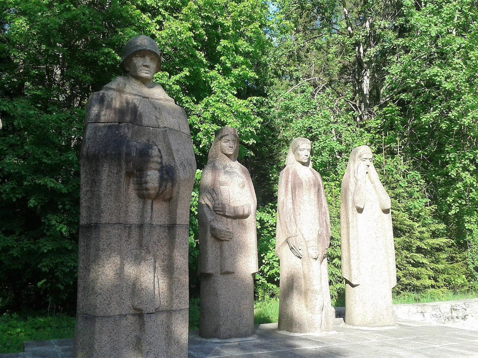 2. Pasaules kara padomju karavīru Brāļu kapi Fotogalerija