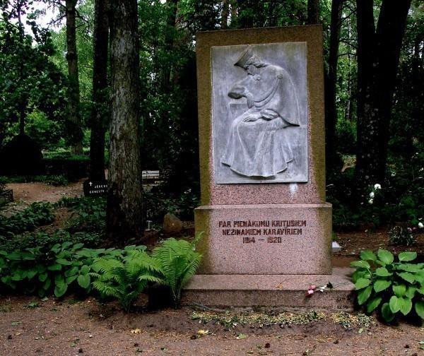 Piemineklis nezināmajiem karavīriem Dobeles kapsēta Fotogalerija