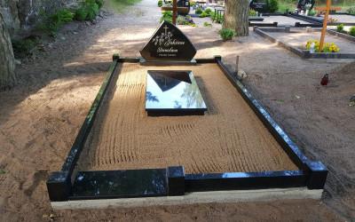 Kapa vietas labiekārtošana, granīta sētiņa, granīta apmale, kapu piemineklis.