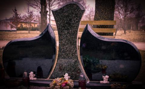 Granīta piemineklis. -