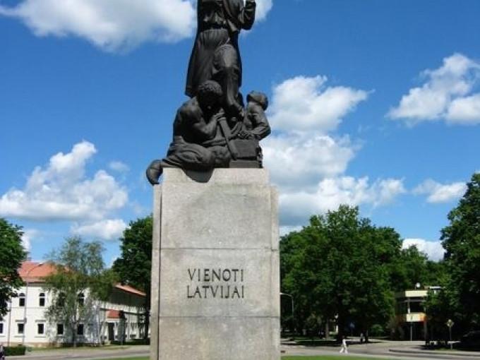 Piemineklis Vienoti Latvijai Fotogalerija